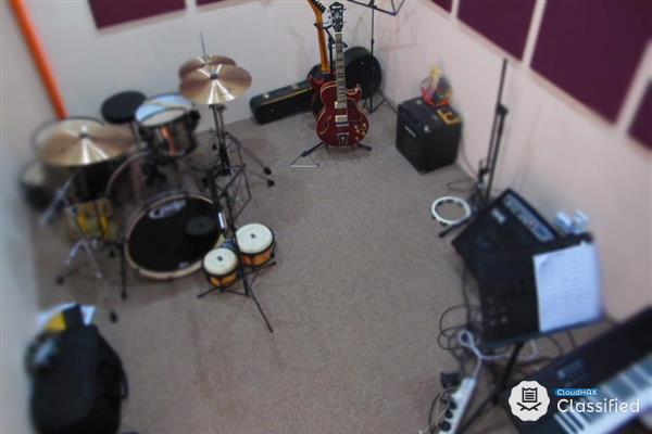 Jamming Studio and Equipment Rental Services
